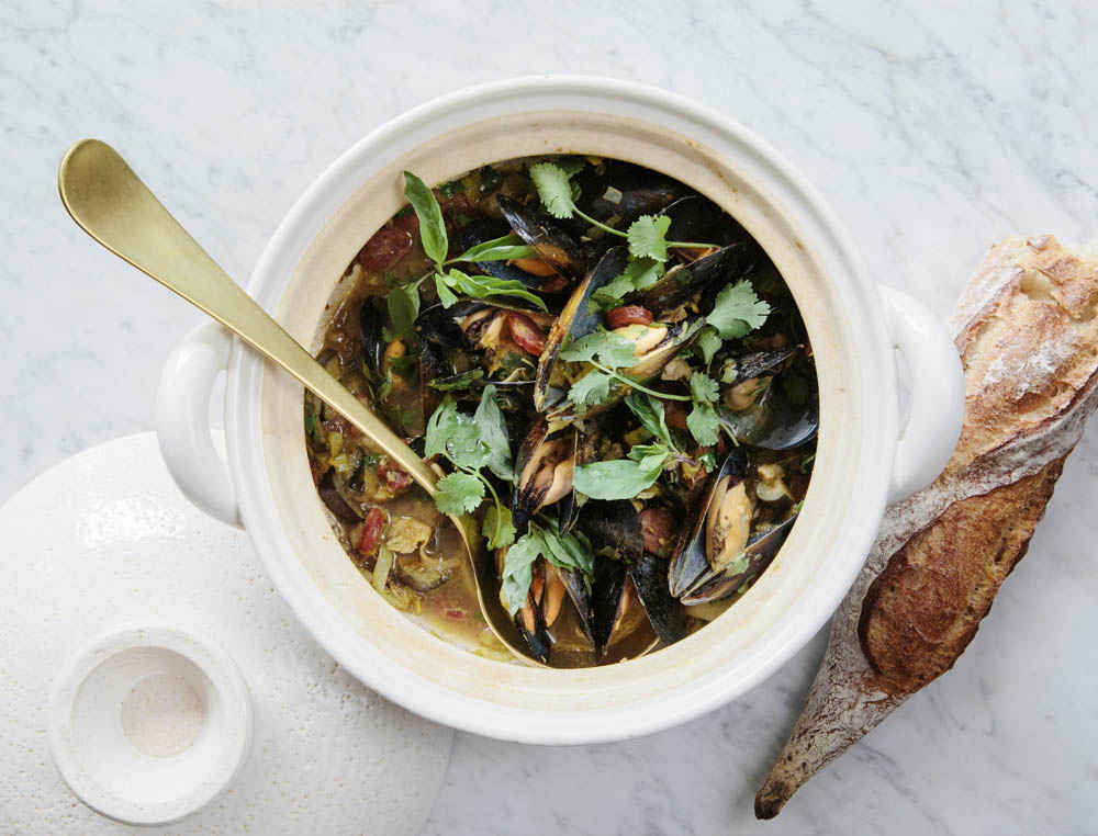 Donabe Recipes - Steamed Mussels, Chinese Sausage, and Green Curry