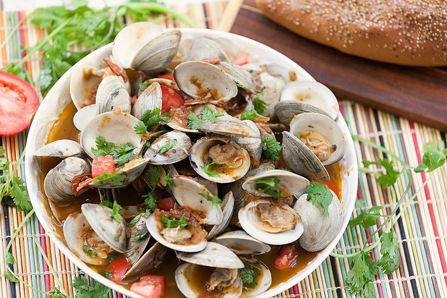 what to serve with paella- steamed clams